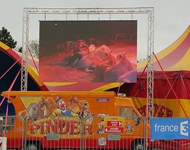 écran géant Projet Cirque Pinder par CACV